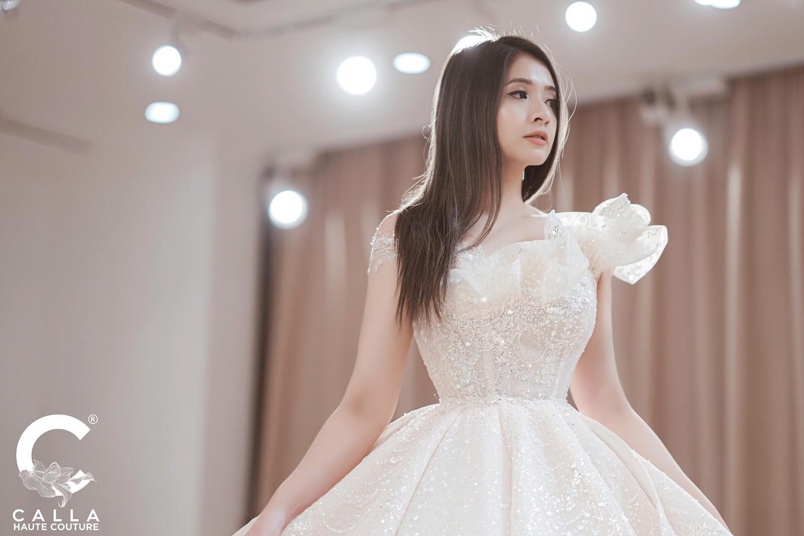 """Calla Haute Couture For Linh Chi - Điều kỳ diệu mang tên """"nàng thơ xứ Huế"""" - Ảnh 2."""