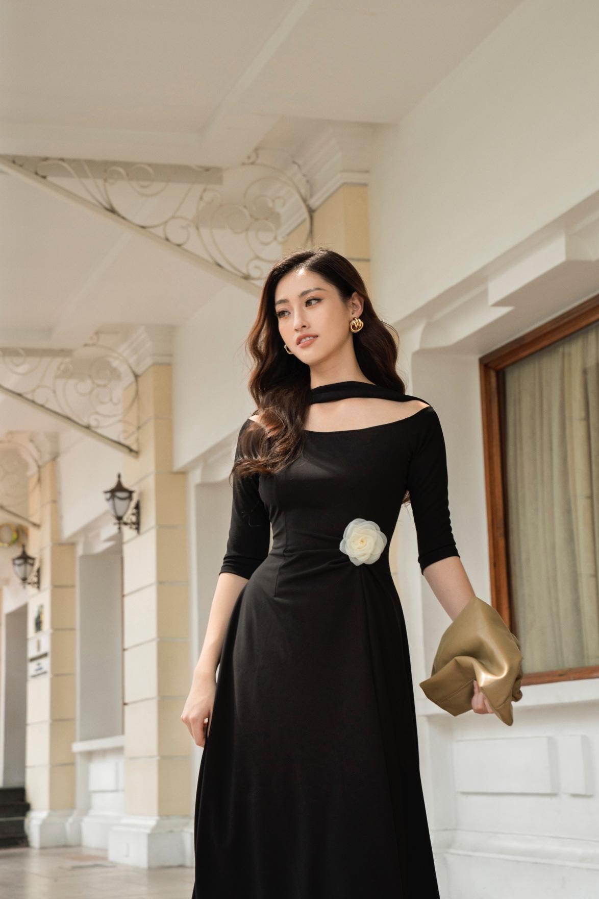 Tỏa sáng tiệc cuối năm, hội chị em nên học ngay bí kíp dress up của Hoa hậu Lương Thùy Linh - Ảnh 2.
