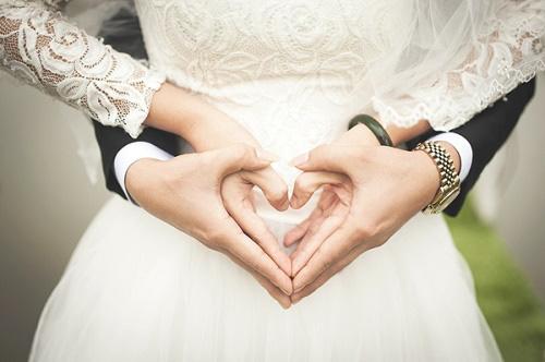 """Xu hướng nhẫn kim cương 99 giác cắt lên ngôi ghi dấu """"Khoảnh khắc luôn sáng mãi"""" của các cặp đôi - Ảnh 1."""