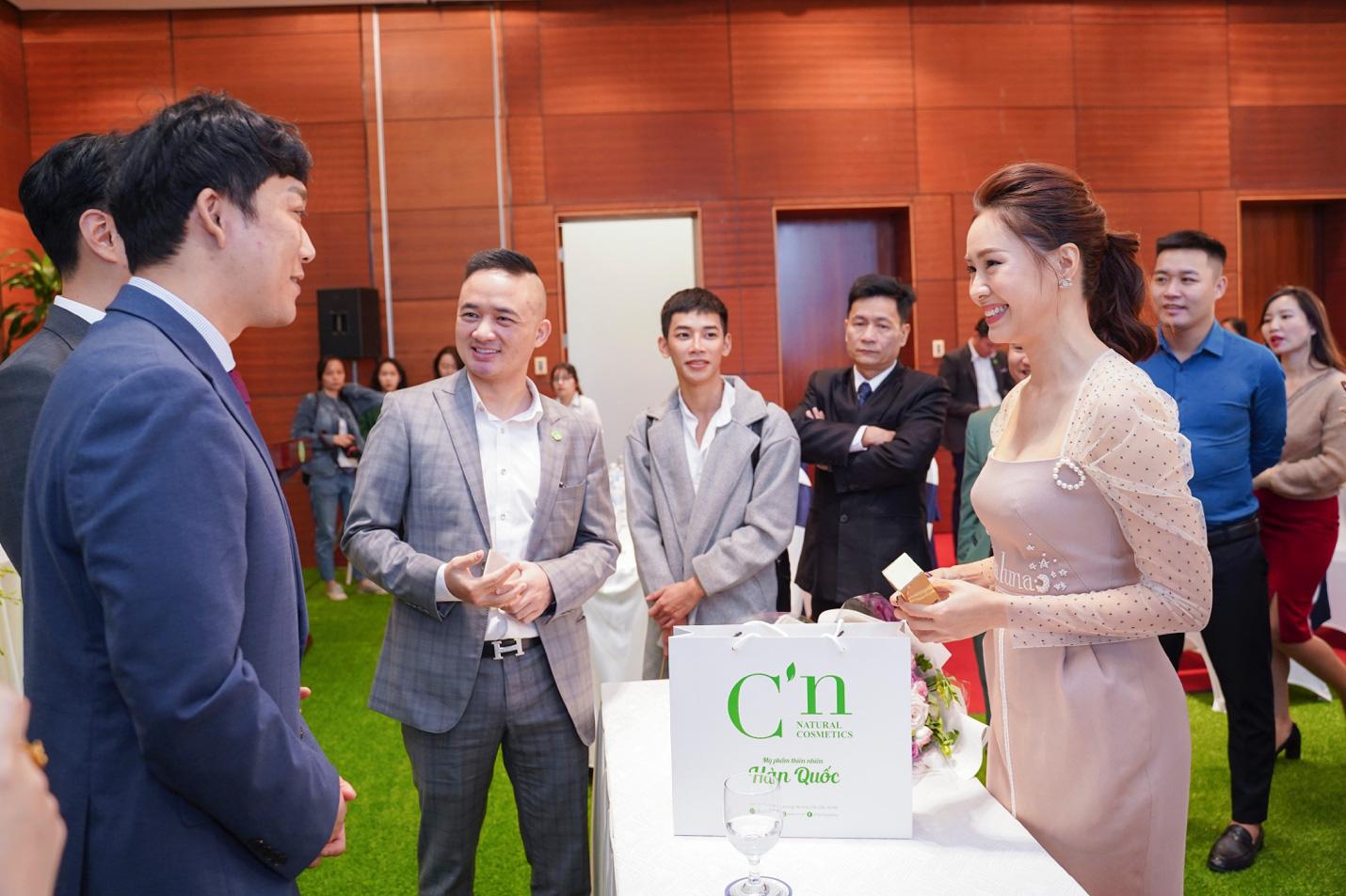 """Diễn viên Hồng Diễm """"nhập vai"""" đại sứ mỹ phẩm thiên nhiên C'n Hàn Quốc - Ảnh 4."""