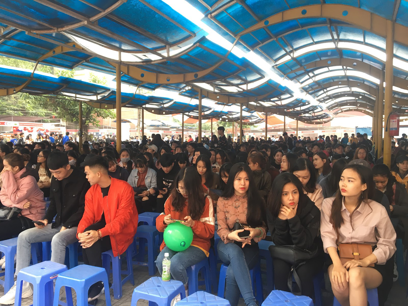 Sôi động với 3.000 sinh viên trường Đại học HUBT tại Ngày hội việc làm 2019 - Ảnh 4.
