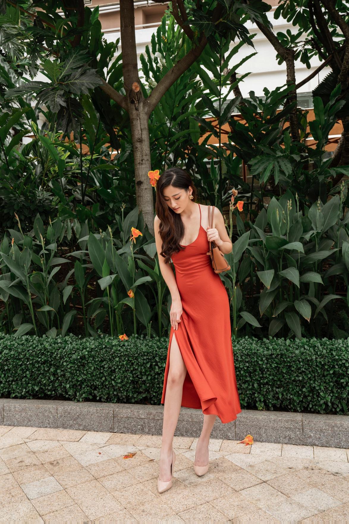 Tỏa sáng tiệc cuối năm, hội chị em nên học ngay bí kíp dress up của Hoa hậu Lương Thùy Linh - Ảnh 8.
