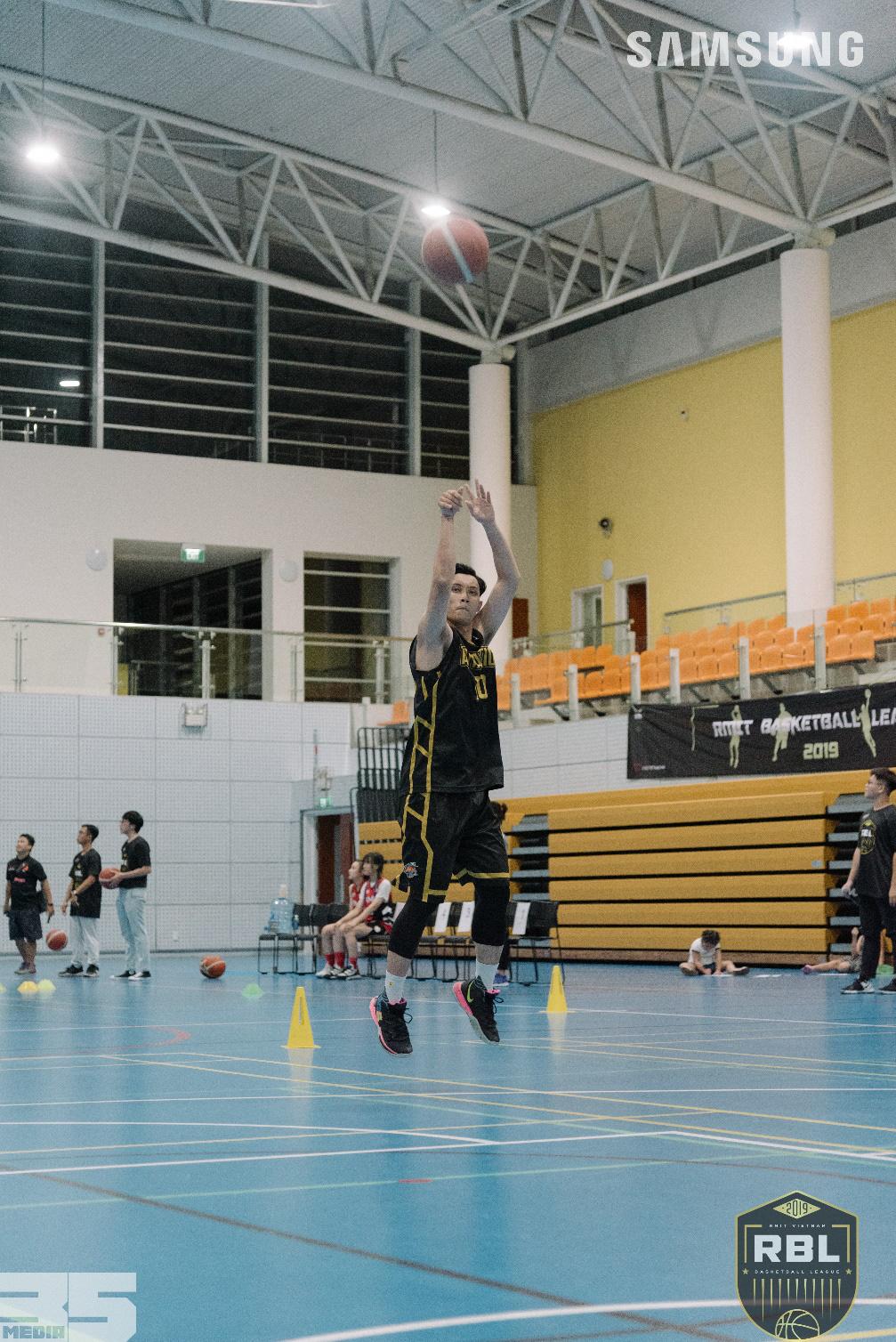 So tài nảy lửa tại RMIT Basketball League x Samsung All-Star 2019 với tinh thần Làm Điều Không Thể - Ảnh 1.