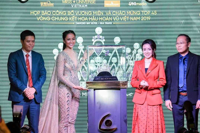 Vương miện vô giá Brave Heart Hoa hậu Hoàn vũ Việt Nam 2019 được thực hiện trong 6 tháng - Ảnh 3.