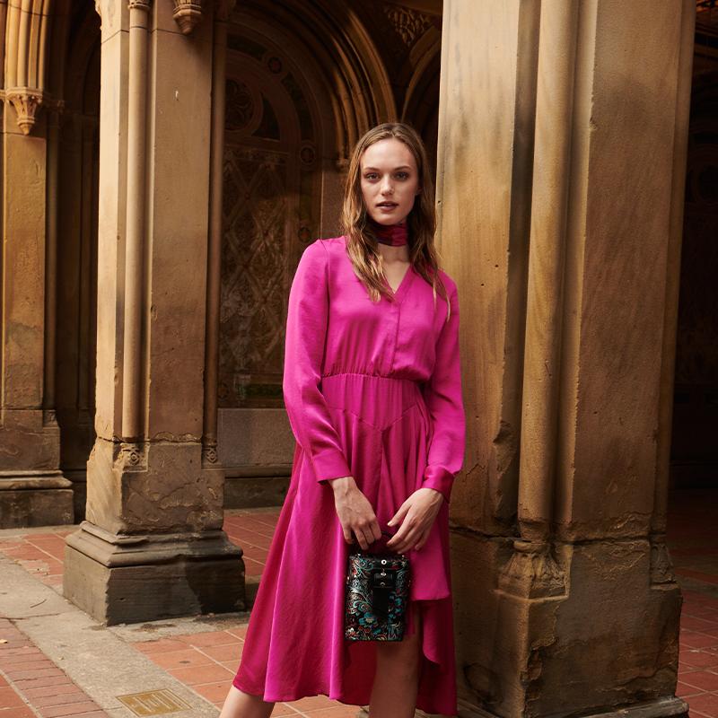 Đặc trưng tạo nên phong cách thời trang street wear chính là sự kết hợp giữa outfit với giày - túi - Ảnh 3.