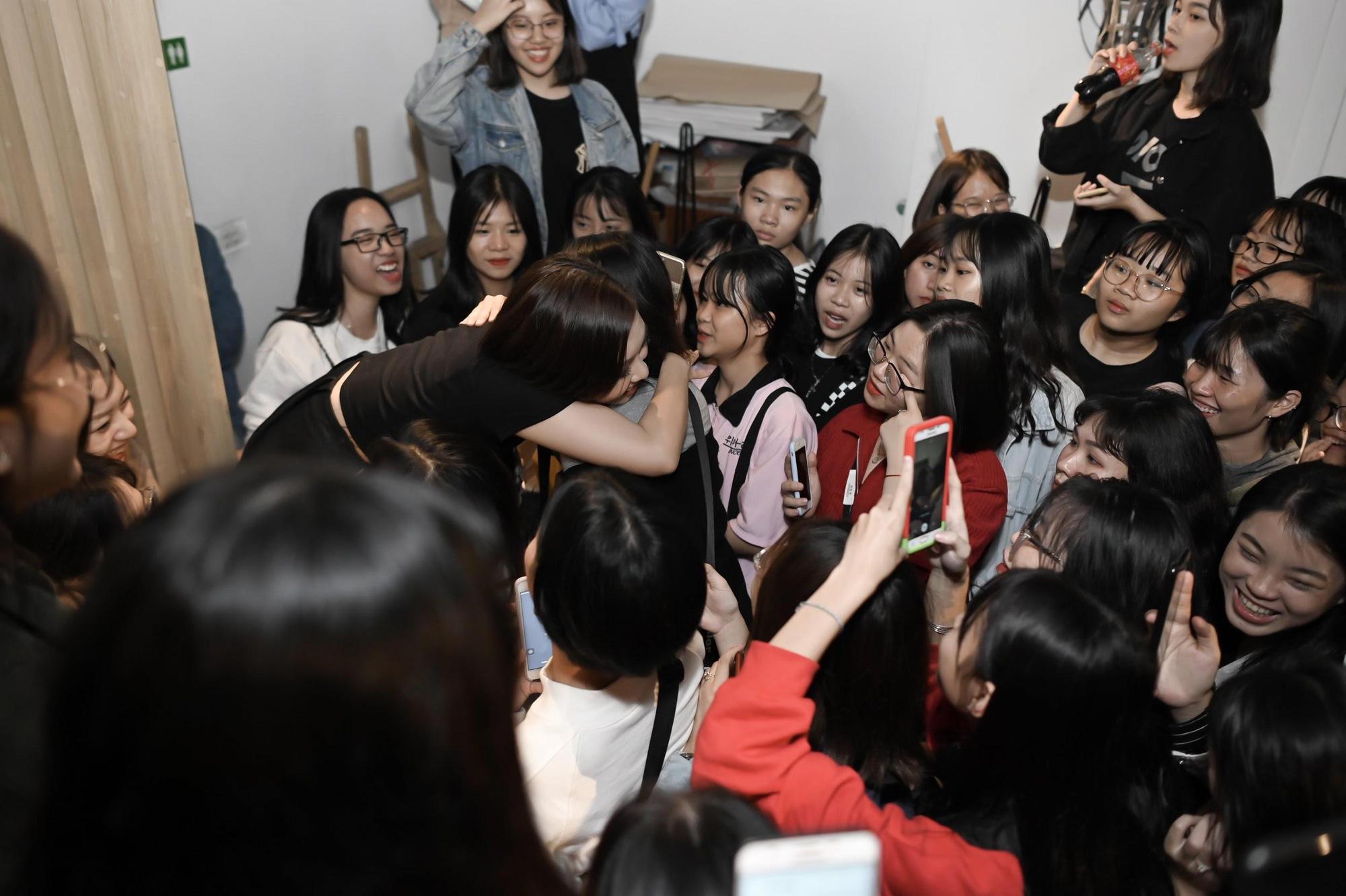 Bật mí nguyên nhân khiến hàng trăm cô gái xếp hàng trước cà phê Cây ở Vĩnh Hồ cuối tuần vừa qua - Ảnh 5.