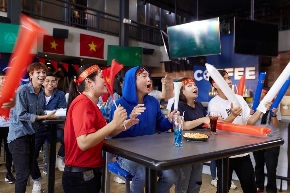 Trước thềm trận đấu Việt Nam – Campuchia: Cùng nhau vang tiếng hét cổ vũ cho đội tuyển - Ảnh 2.