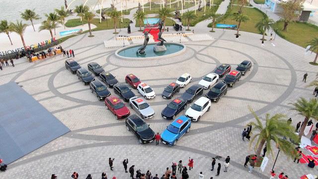 Dàn xe VinFast xếp thành hình chữ V khổng lồ - biểu tượng cho tinh thần mãnh liệt Việt Nam - Ảnh 3.