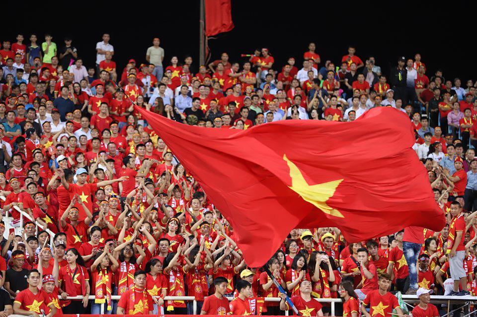 Trước thềm trận đấu Việt Nam – Campuchia: Cùng nhau vang tiếng hét cổ vũ cho đội tuyển - Ảnh 3.