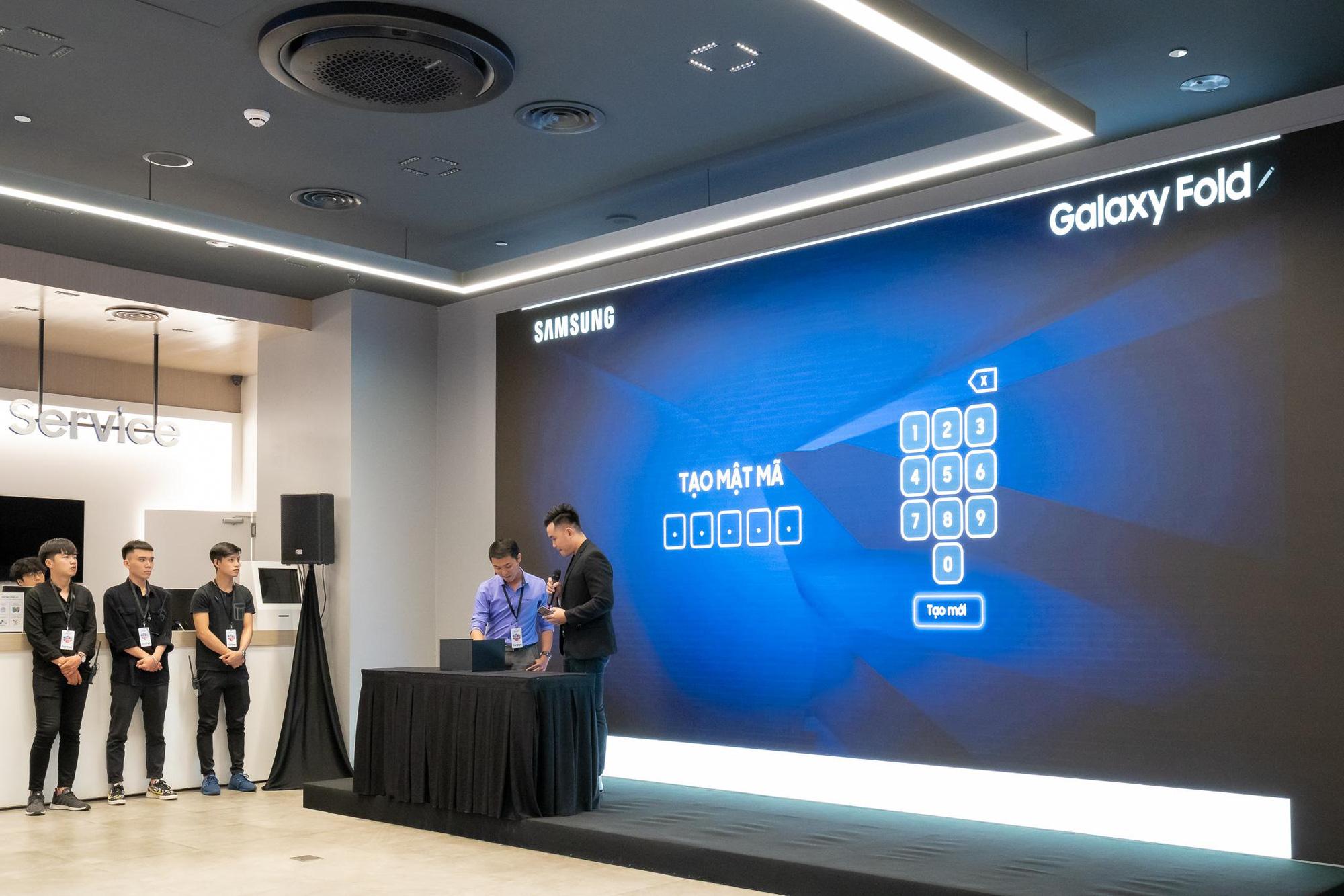 Kỳ quan công nghệ Galaxy Fold đã được giải mã và hành trình đầy kịch tính, thăng hoa đến phút cuối cùng - Ảnh 3.
