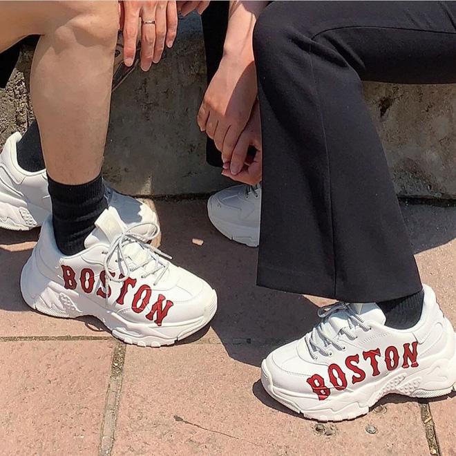 Top 12 mẫu giày sneaker đang được giới trẻ tích cực săn lùng - Ảnh 9.