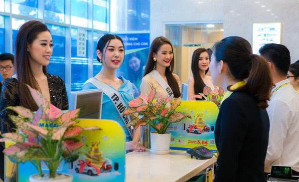 Nam A Bank trao thẻ JCB cho tân Hoa hậu Hoàn vũ Việt Nam 2019 - Ảnh 2.