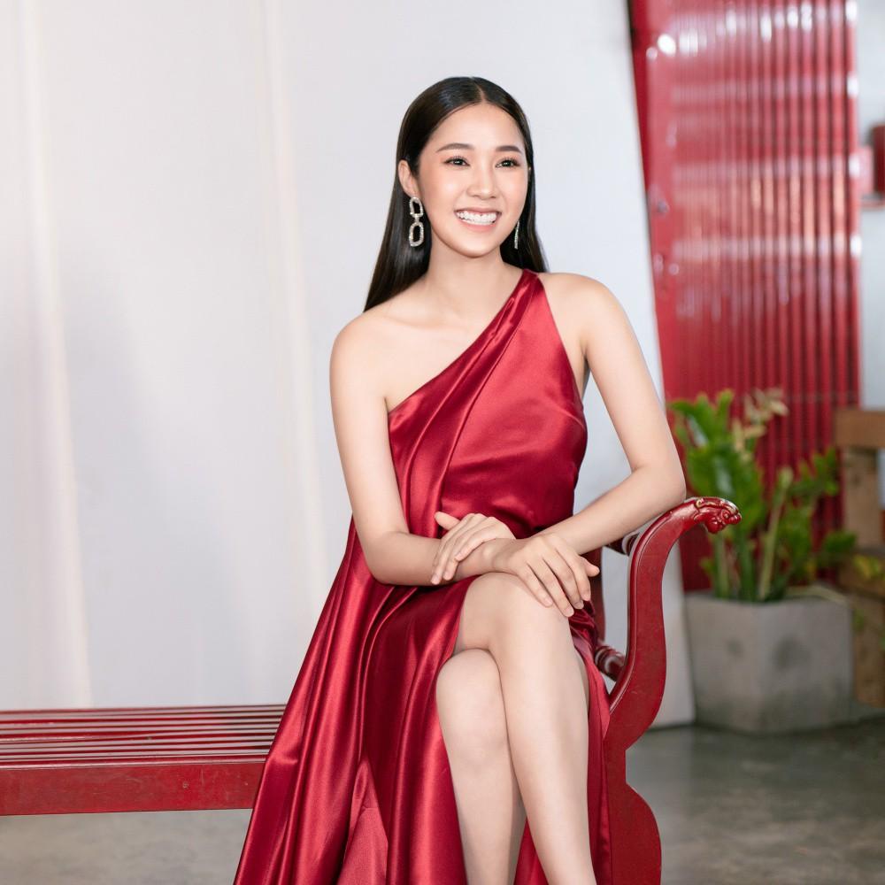 Ngọc Trinh hội ngộ Quỳnh Thư, Lê Hà, sẵn sàng sải bước catwalk lần cuối tại Đêm hội chân dài 12 - Ảnh 9.