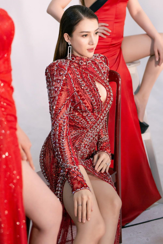 Ngọc Trinh hội ngộ Quỳnh Thư, Lê Hà, sẵn sàng sải bước catwalk lần cuối tại Đêm hội chân dài 12 - Ảnh 6.