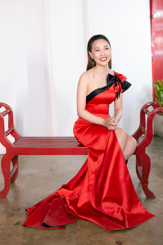 Ngọc Trinh hội ngộ Quỳnh Thư, Lê Hà, sẵn sàng sải bước catwalk lần cuối tại Đêm hội chân dài 12 - Ảnh 8.
