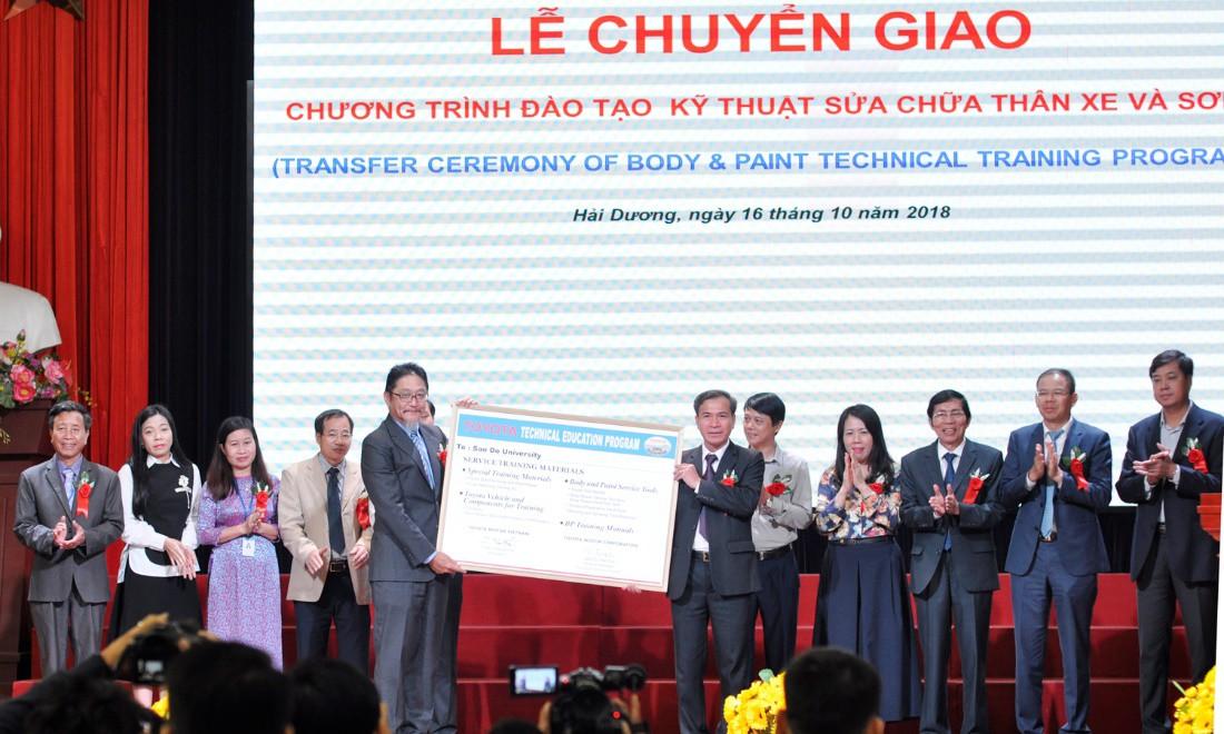 Toyota Việt Nam hỗ trợ nâng cao chất lượng tay nghề từ giảng đường - Ảnh 2.