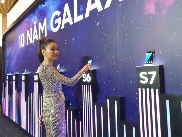 Thanh Hằng, Đông Nhi, Quỳnh Anh Shyn... háo hức chờ đợi giờ phút được trên tay siêu phẩm công nghệ - ảnh 2