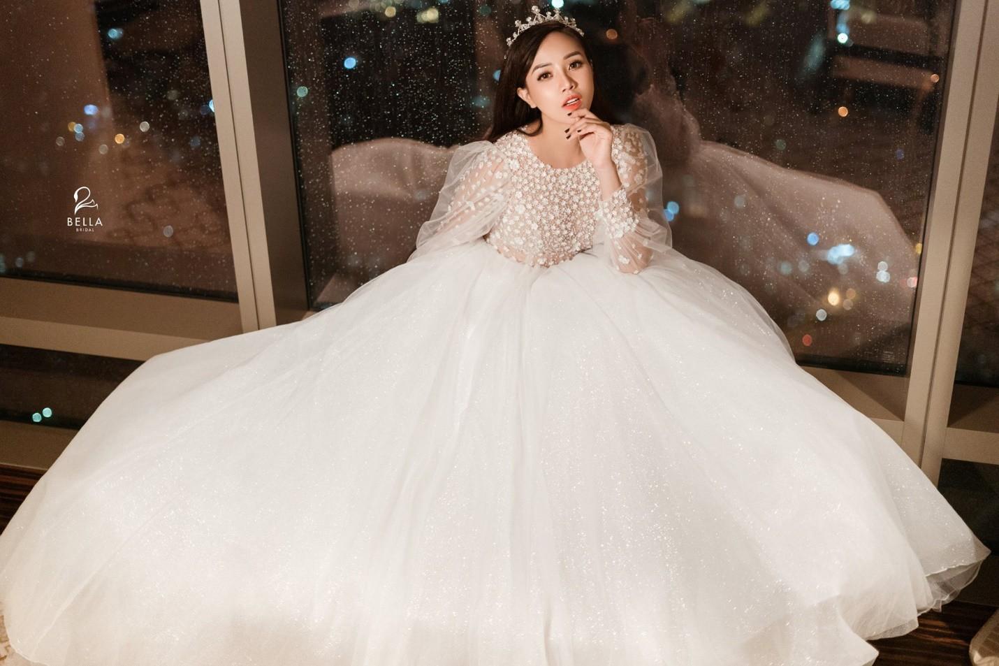 Váy cưới 2019: 5 mẫu váy cưới sẽ lên ngôi mà cô dâu cần biết - Ảnh 5.
