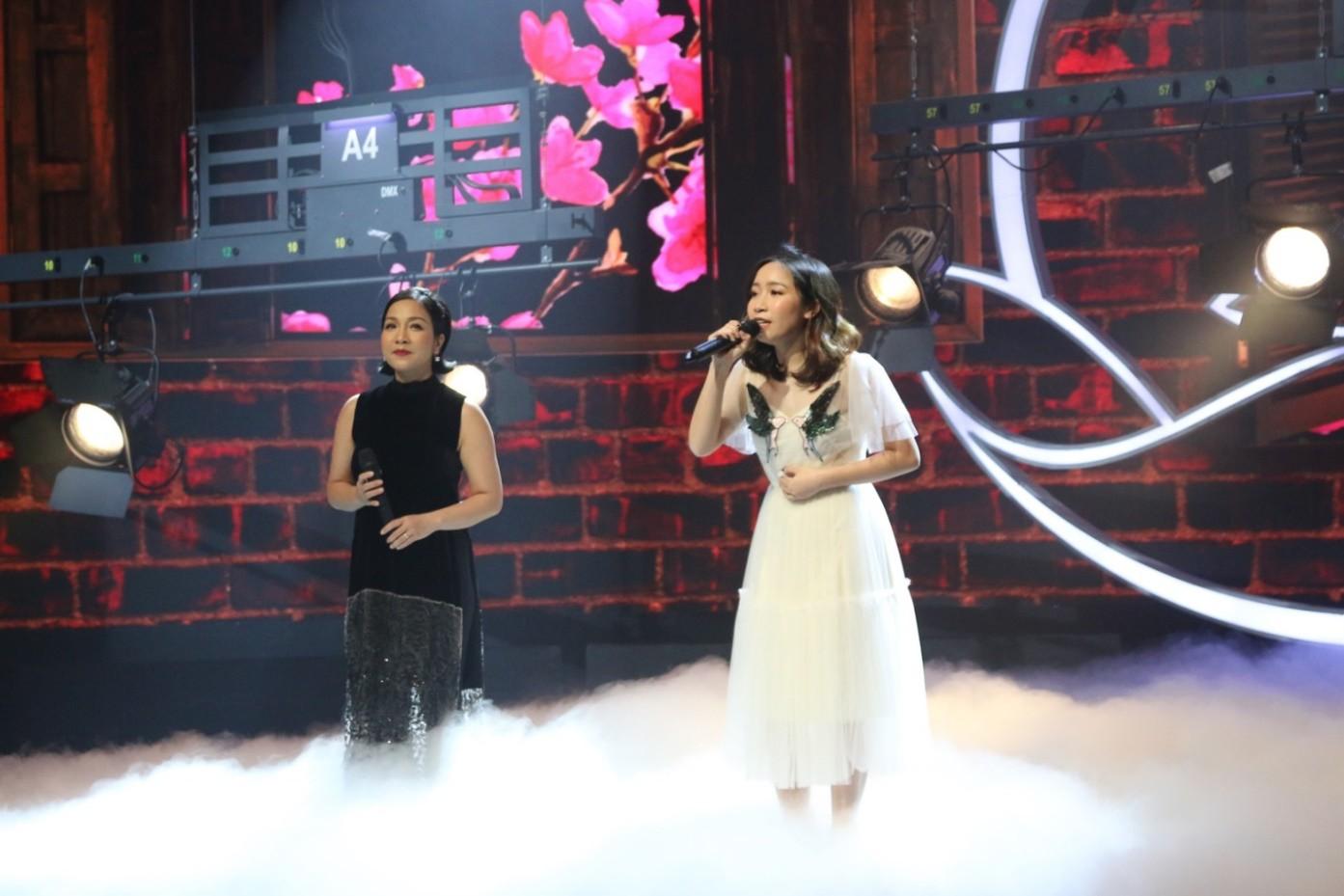 """Văn Mai Hương hóa nàng thơ với áo dài trắng tinh khôi trên sân khấu Gala""""Cặp lá yêu thương – Tết An Bình"""" - Ảnh 4."""