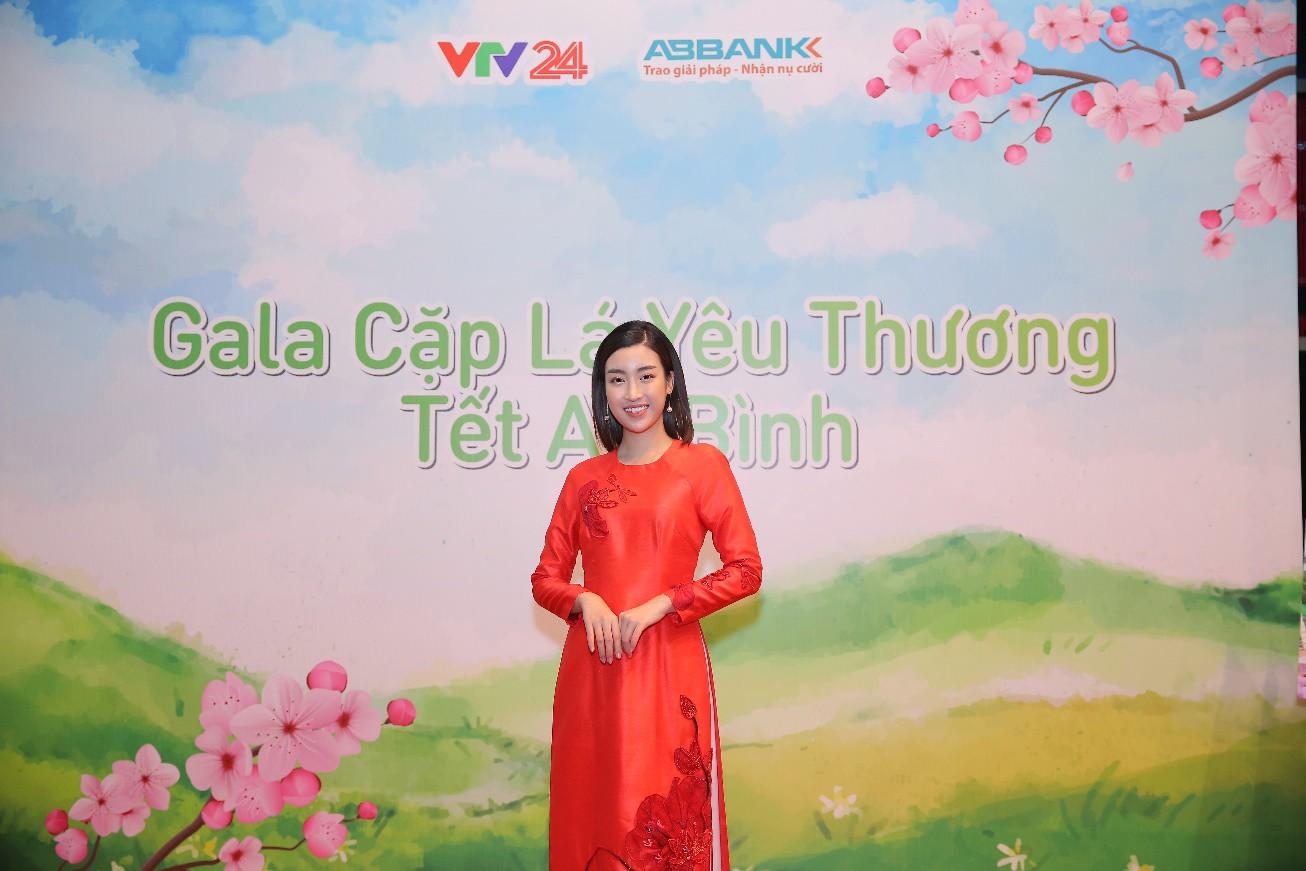 """Văn Mai Hương hóa nàng thơ với áo dài trắng tinh khôi trên sân khấu Gala""""Cặp lá yêu thương – Tết An Bình"""" - Ảnh 10."""