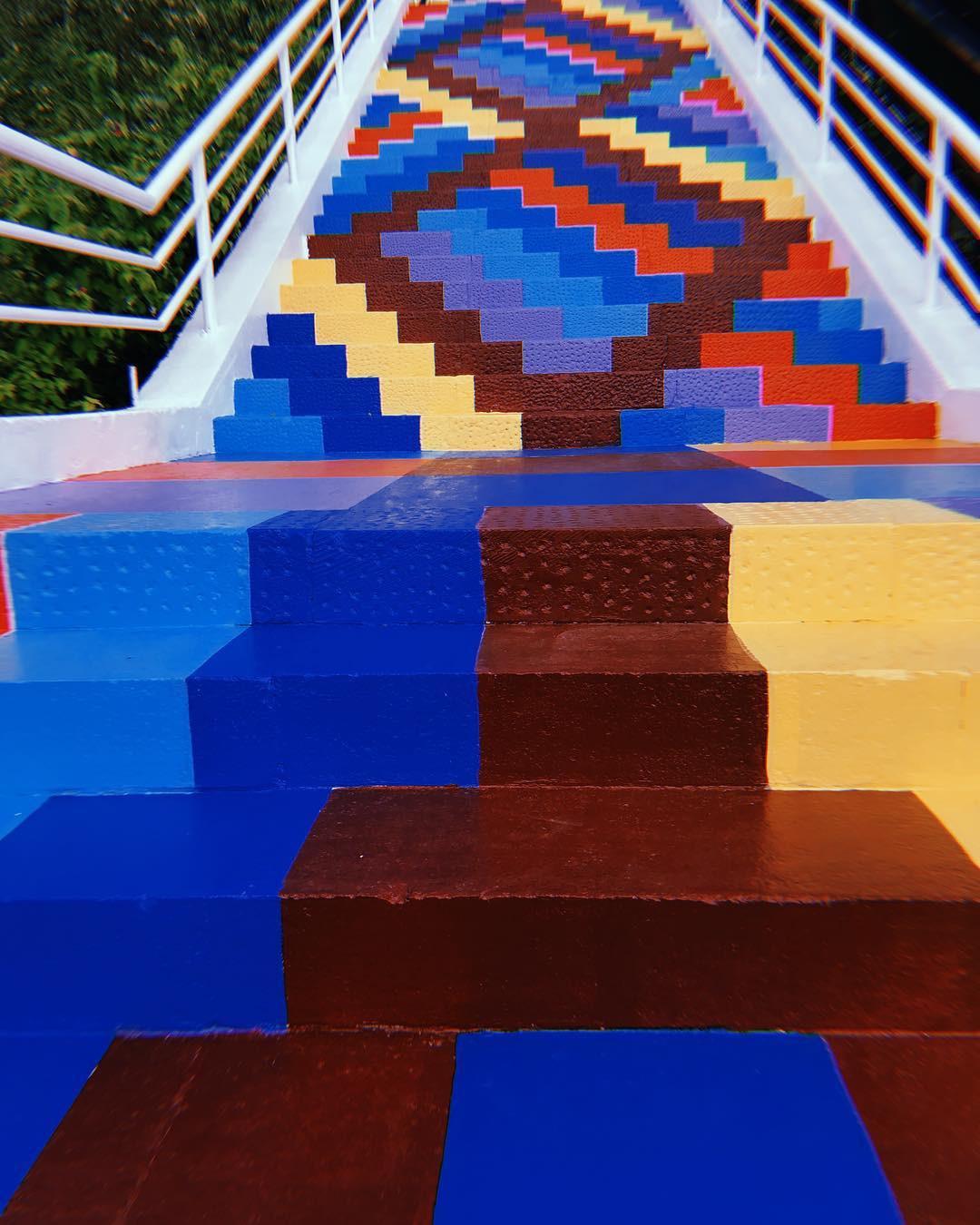 Phát hiện Nấc thang cầu vồng chụp ảnh siêu ảo diệu ở Nha Trang - Ảnh 2.