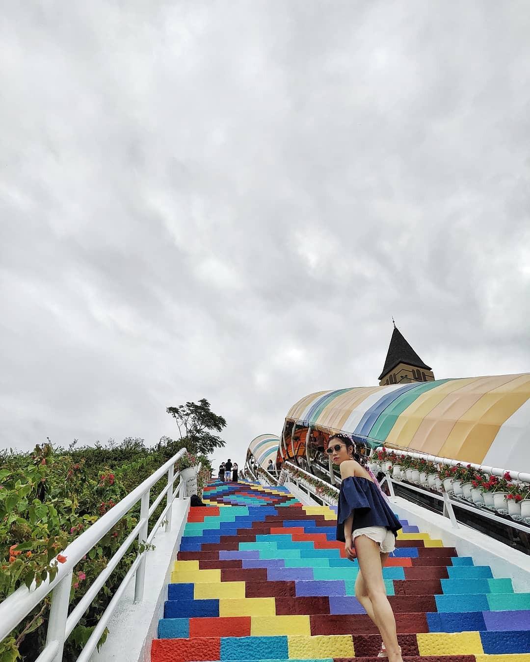 Phát hiện Nấc thang cầu vồng chụp ảnh siêu ảo diệu ở Nha Trang - Ảnh 5.