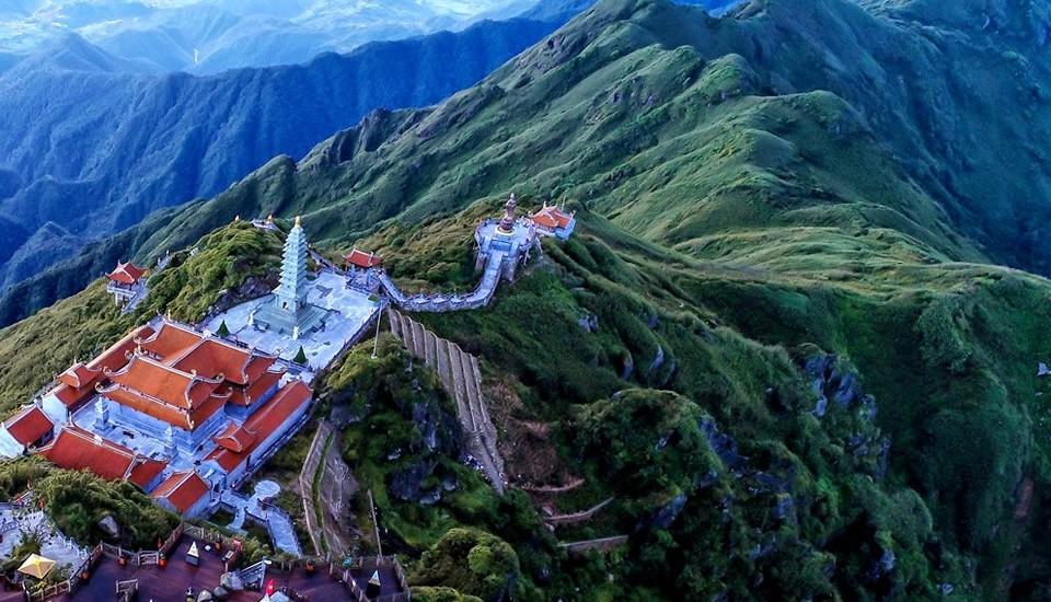 Ngắm dáng chùa Việt ẩn trong dáng núi, đẹp kỳ ảo giữa chốn mây bồng Fansipan - Ảnh 5.