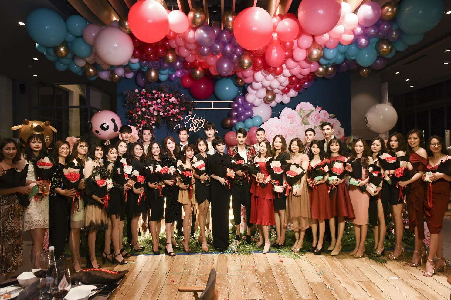 Đào Bá Lộc khuấy động đêm tiệc hoành tráng của công ty Kosxu nhân ngày Quốc tế Phụ nữ - Ảnh 1.