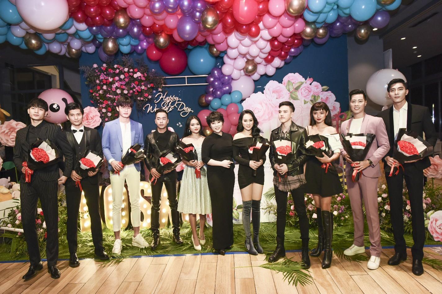 Đào Bá Lộc khuấy động đêm tiệc hoành tráng của công ty Kosxu nhân ngày Quốc tế Phụ nữ - Ảnh 4.