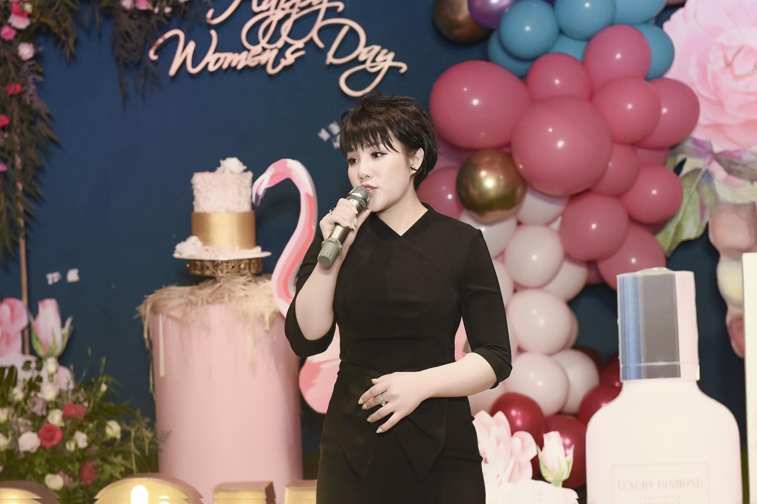 Đào Bá Lộc khuấy động đêm tiệc hoành tráng của công ty Kosxu nhân ngày Quốc tế Phụ nữ - Ảnh 5.