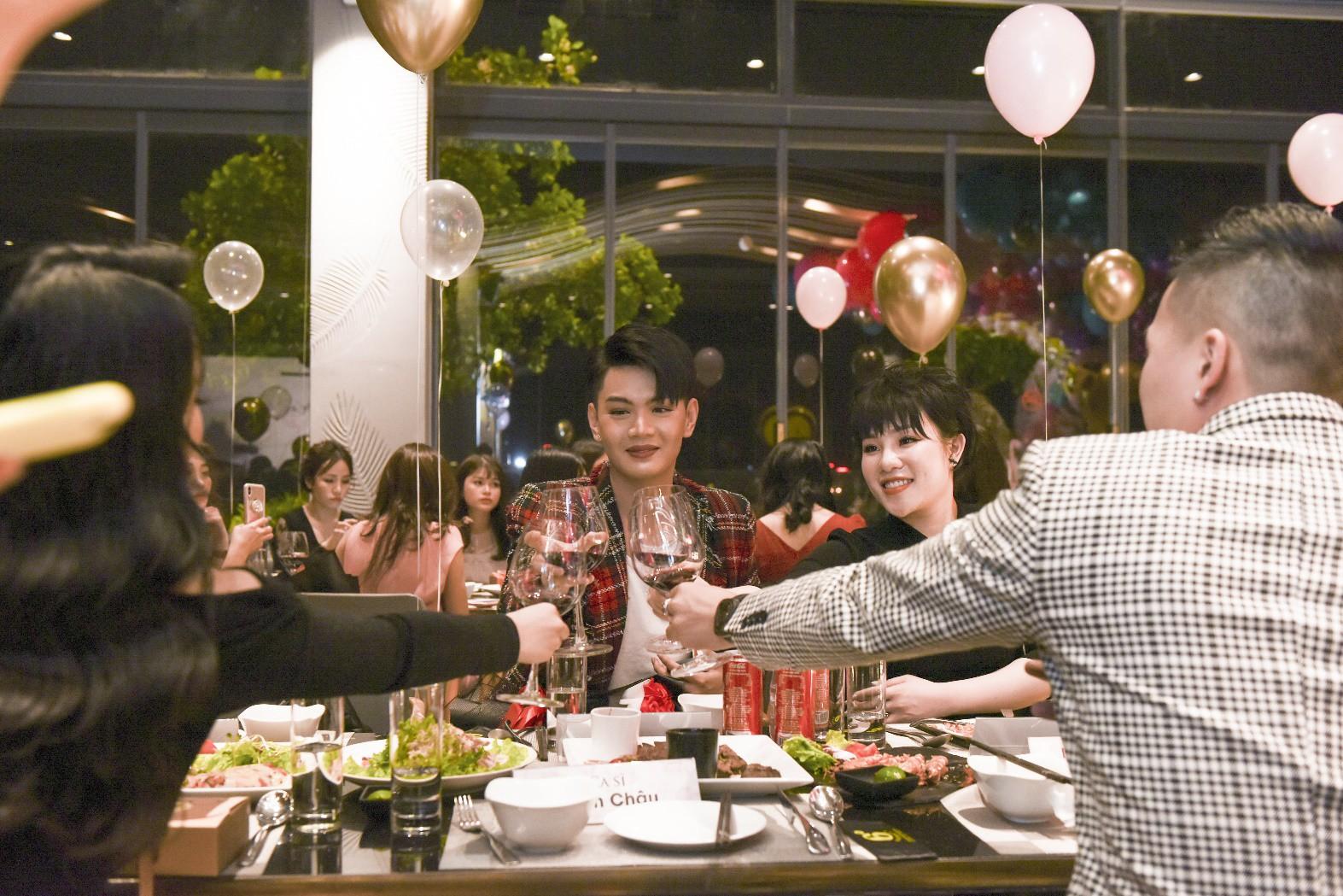 Đào Bá Lộc khuấy động đêm tiệc hoành tráng của công ty Kosxu nhân ngày Quốc tế Phụ nữ - Ảnh 7.