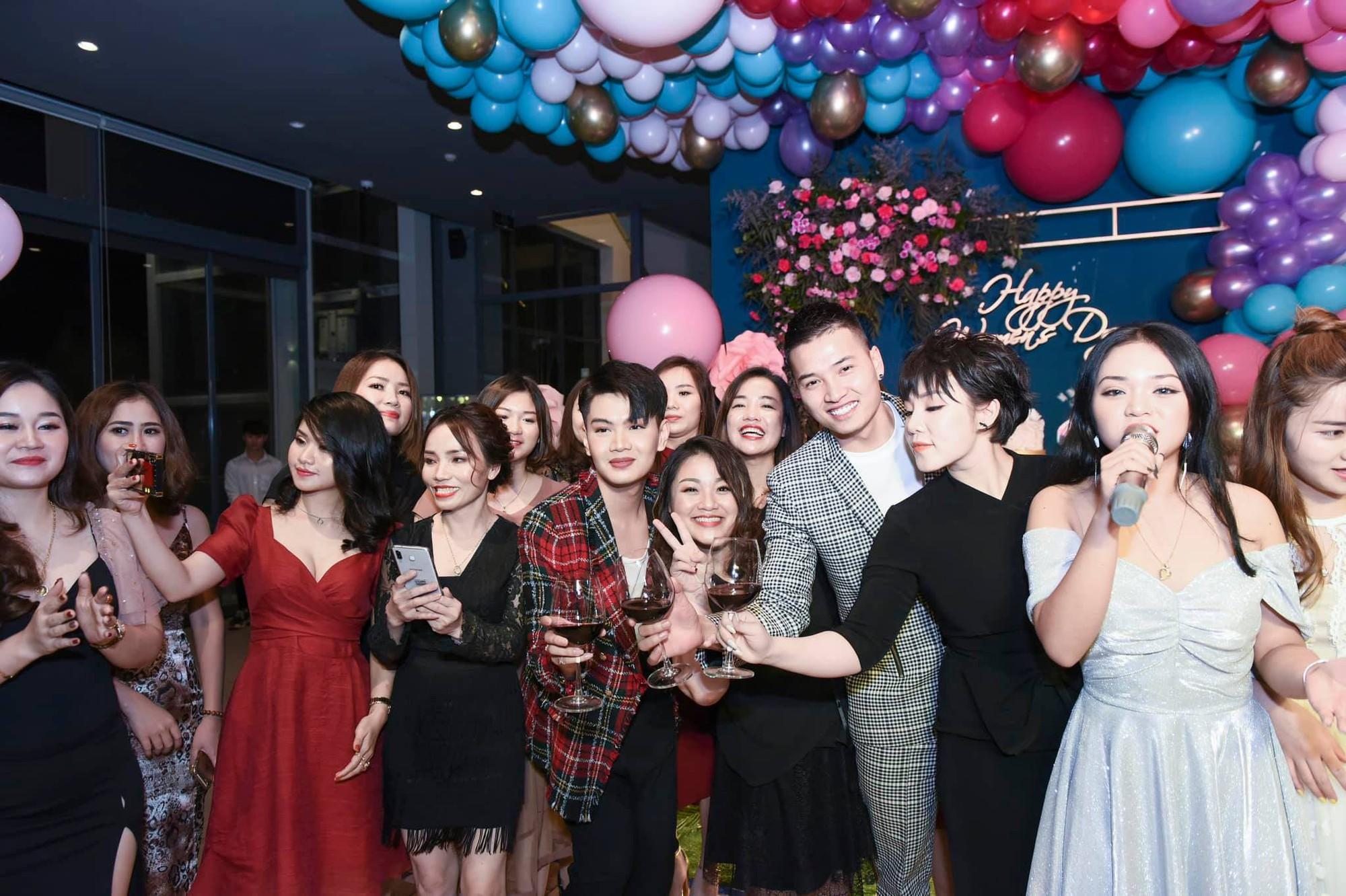 Đào Bá Lộc khuấy động đêm tiệc hoành tráng của công ty Kosxu nhân ngày Quốc tế Phụ nữ - Ảnh 9.