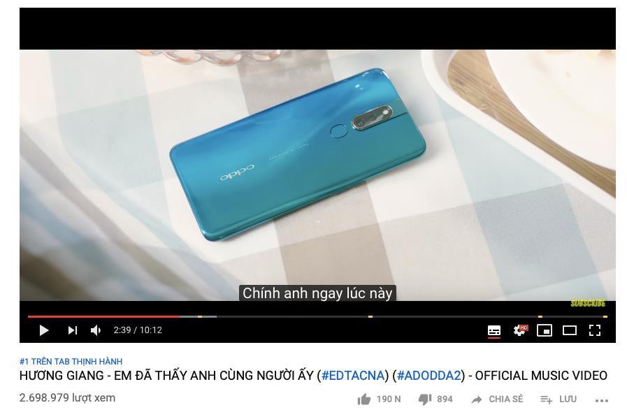 Sự thật về chiếc smartphone tràn viền siêu quyến rũ trong MV triệu view mới nhất của Hương Giang - Ảnh 1.
