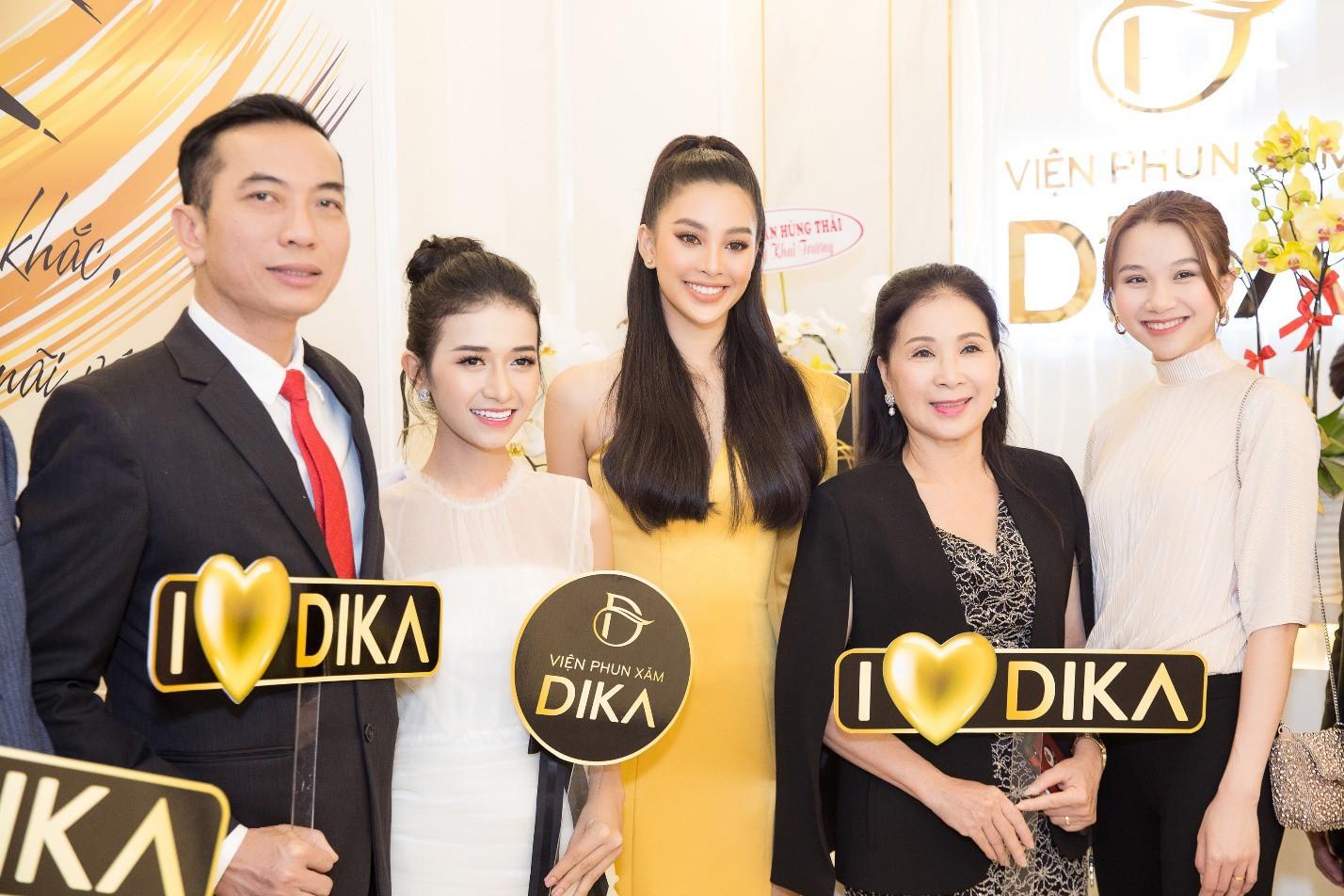Hoa hậu Tiểu Vy ngời ngời khí chất dự khai trương viện phun xăm thẩm mỹ - Ảnh 1.