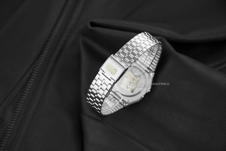 5 mẫu đồng hồ điện tử nữ có đính kim cương thật - Ảnh 3.