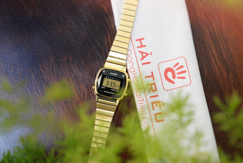 5 mẫu đồng hồ điện tử nữ có đính kim cương thật - Ảnh 4.