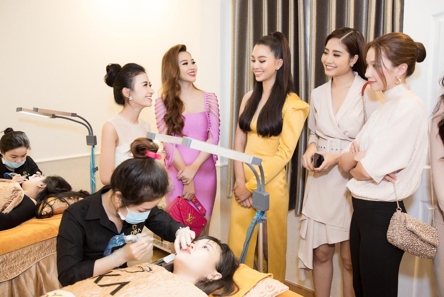 Hoa hậu Tiểu Vy ngời ngời khí chất dự khai trương viện phun xăm thẩm mỹ - Ảnh 7.