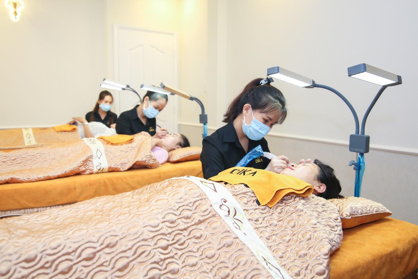 Hoa hậu Tiểu Vy ngời ngời khí chất dự khai trương viện phun xăm thẩm mỹ - Ảnh 8.