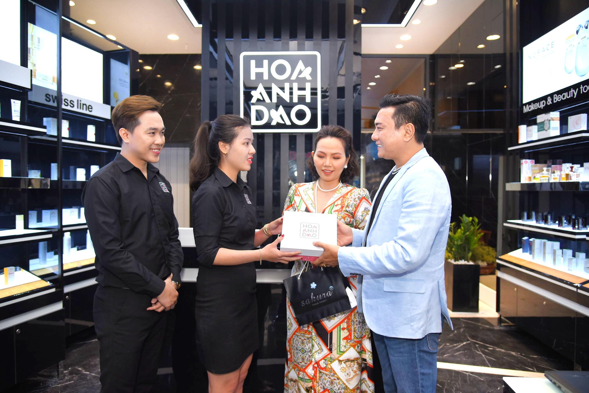 Hoa Anh Đào khai trương cửa hàng mỹ phẩm tại đường Hai Bà Trưng - Ảnh 10.