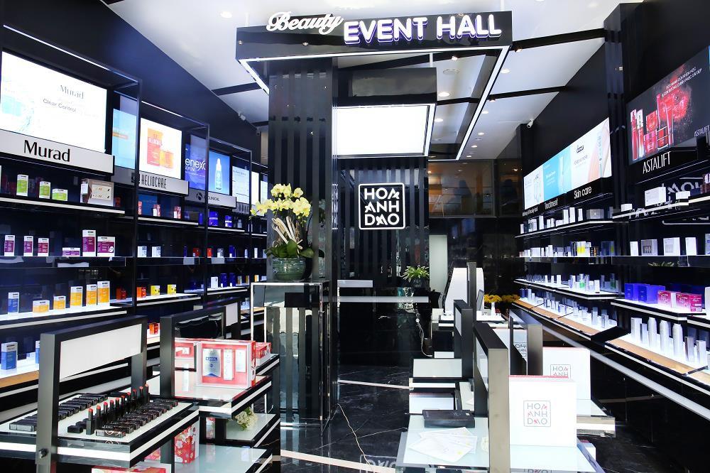 Hoa Anh Đào khai trương cửa hàng mỹ phẩm tại đường Hai Bà Trưng - Ảnh 1.