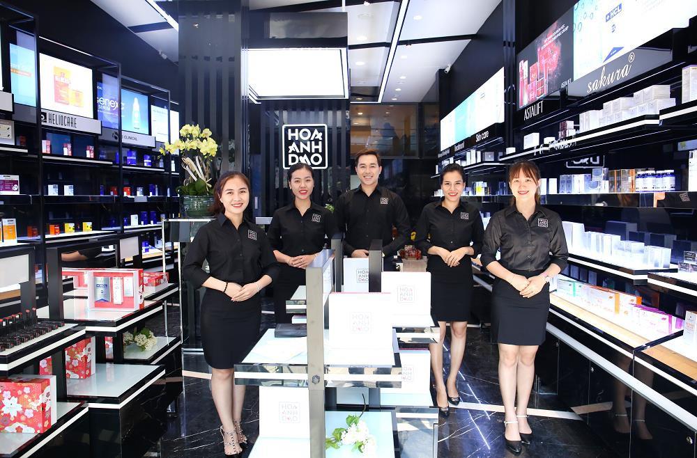 Hoa Anh Đào khai trương cửa hàng mỹ phẩm tại đường Hai Bà Trưng - Ảnh 2.