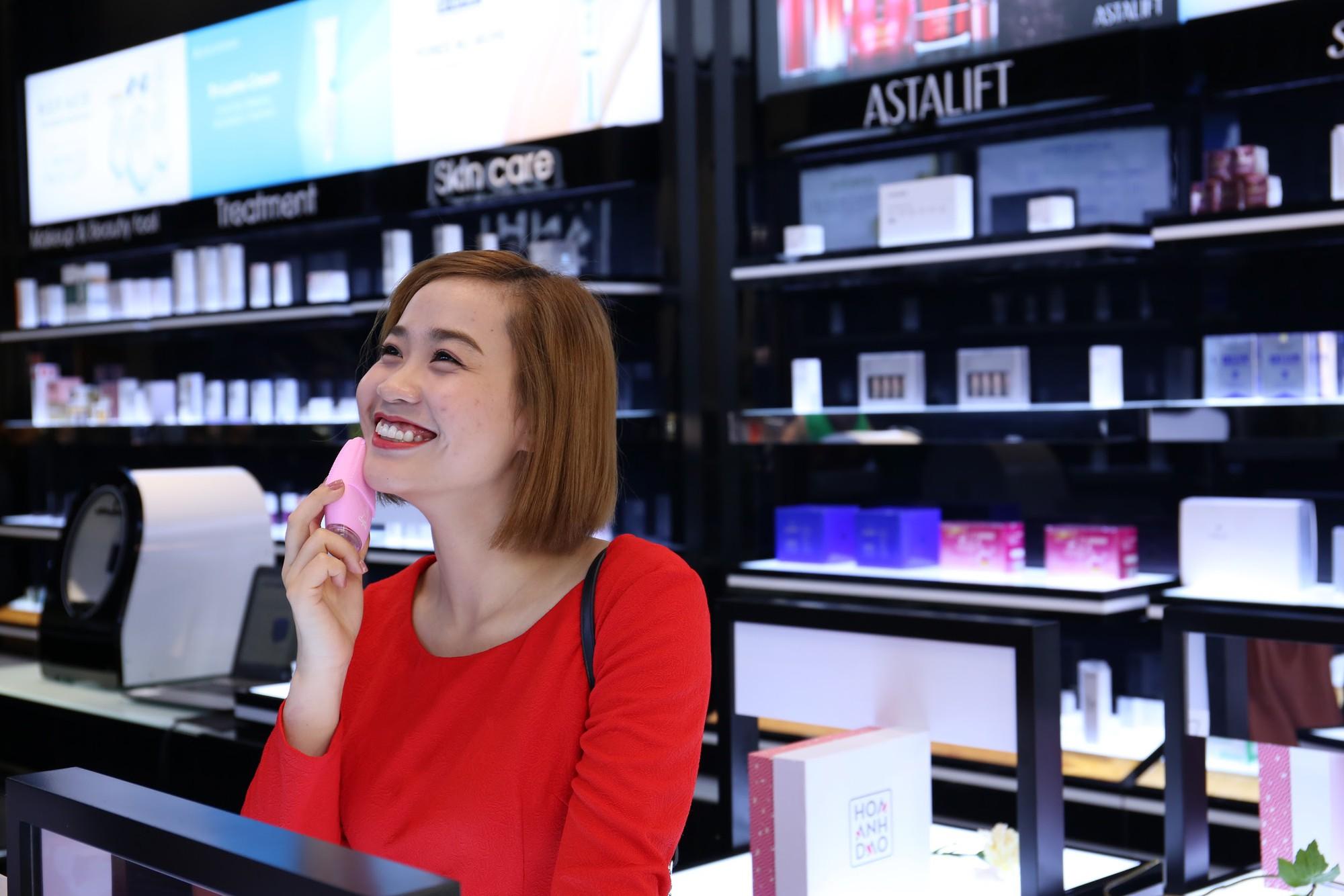 Hoa Anh Đào khai trương cửa hàng mỹ phẩm tại đường Hai Bà Trưng - Ảnh 3.