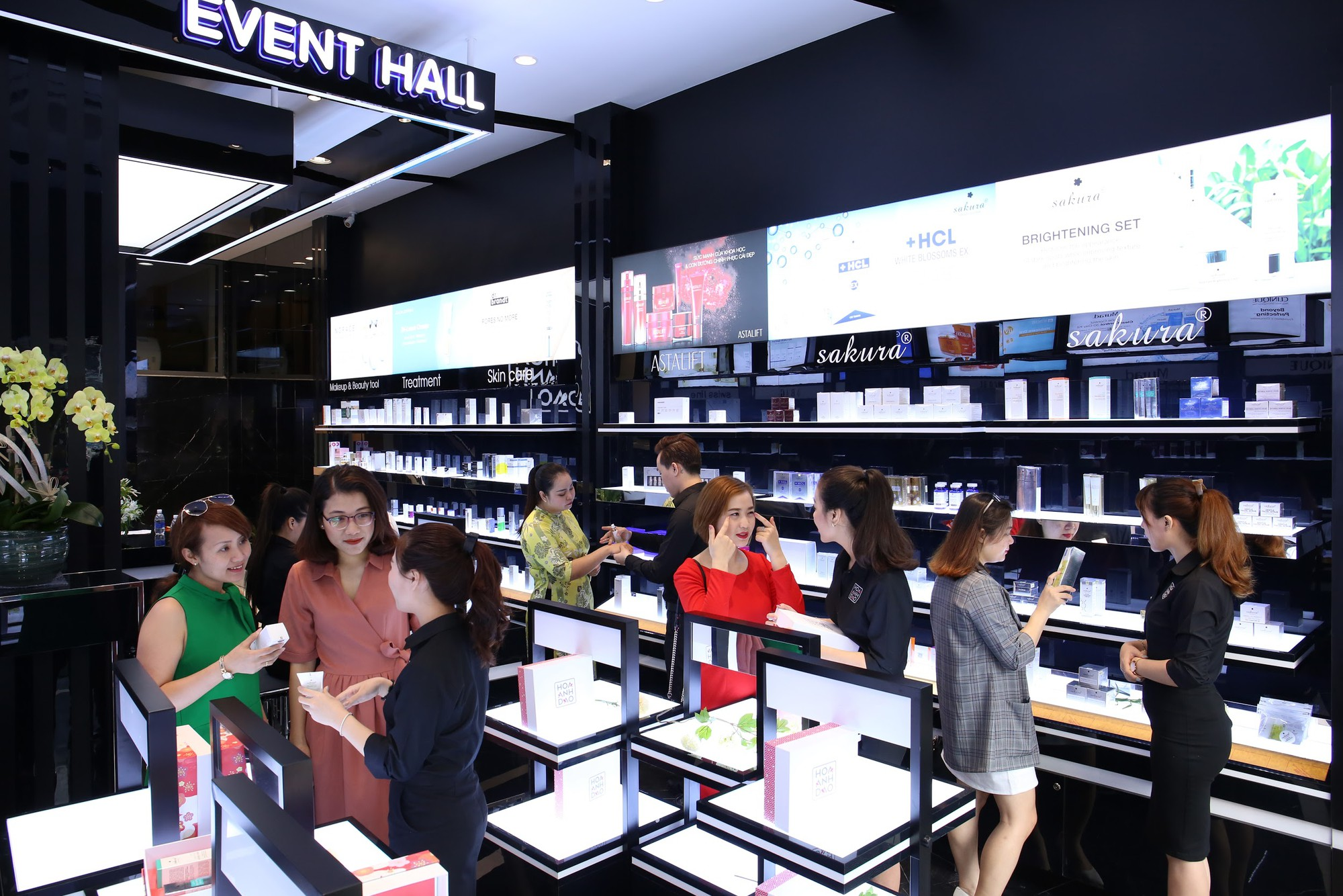 Hoa Anh Đào khai trương cửa hàng mỹ phẩm tại đường Hai Bà Trưng - Ảnh 4.