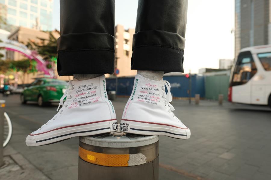 Mượn giày để trả lời cho câu hỏi Như thế nào là con gái? - Ảnh 4.