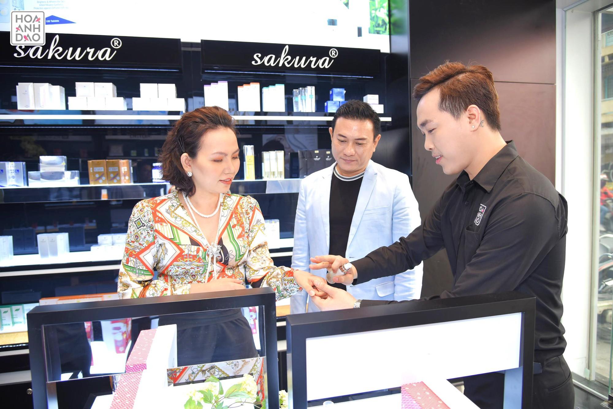 Hoa Anh Đào khai trương cửa hàng mỹ phẩm tại đường Hai Bà Trưng - Ảnh 7.