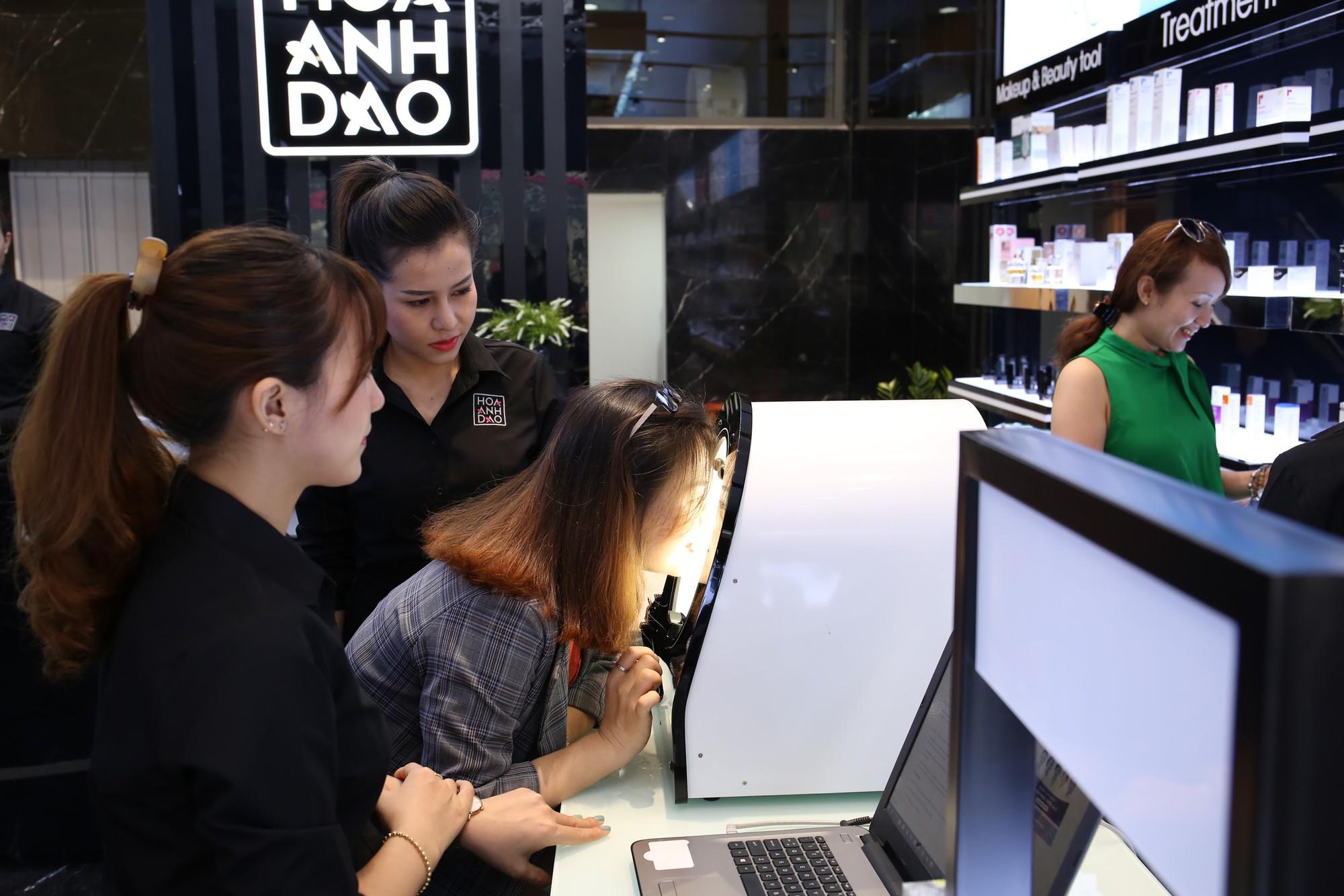 Hoa Anh Đào khai trương cửa hàng mỹ phẩm tại đường Hai Bà Trưng - Ảnh 8.