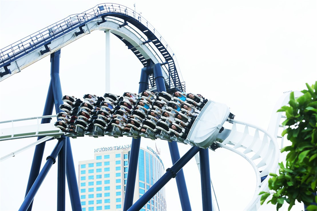 Vui quên lối về tại công viên chủ đề lớn bậc nhất Đông Nam Á chỉ với 50.000 đồng - Ảnh 1.