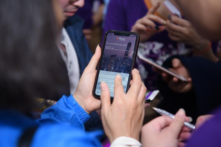 Bất ngờ trúng tour du lịch, vé máy bay nhờ dùng ứng dụng thông minh trên điện thoại - Ảnh 5.