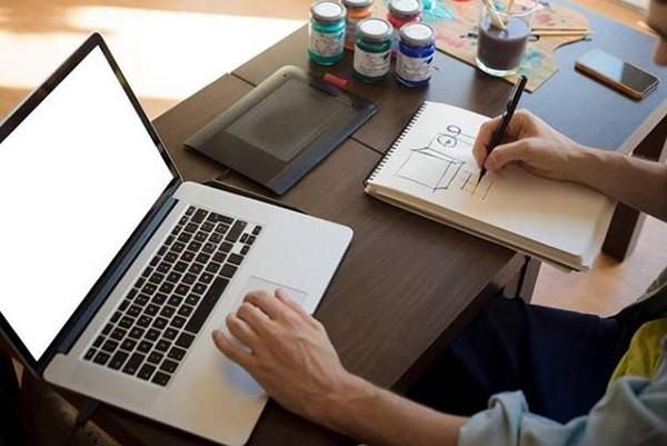 Bí quyết để mua được laptop cũ giá rẻ lại ưng ý - Ảnh 1.