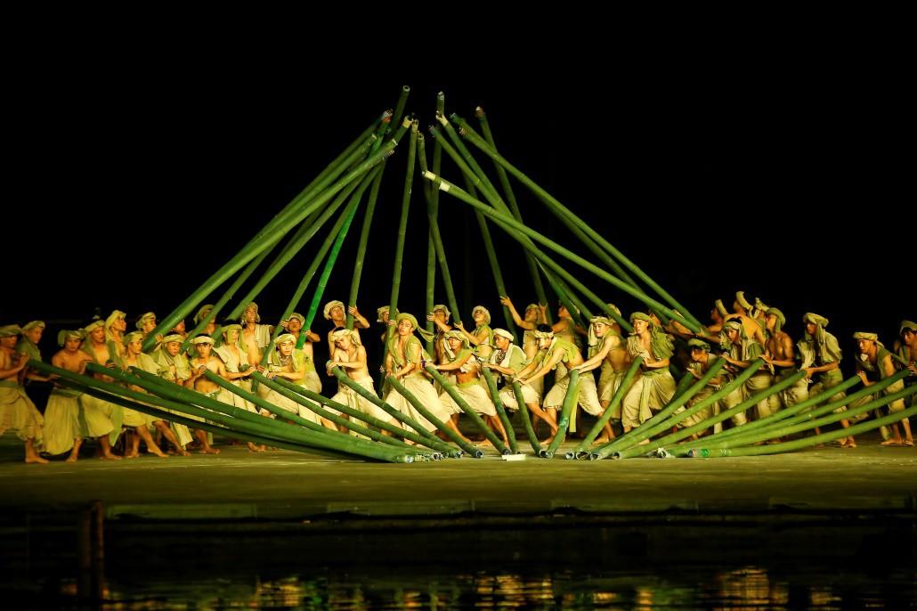 Reuters ghi nhận Hội An sở hữu chương trình biểu diễn thực cảnh hấp dẫn thế giới - Ảnh 5.